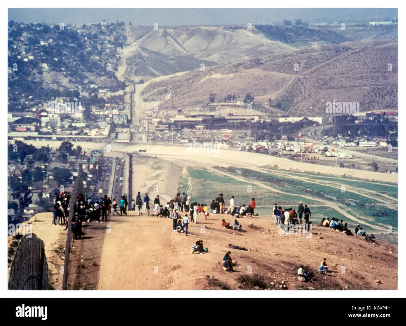US-Mexico international border between Tijuana, Mexico (left) and San Diego, California (right); illegal immigrants Stock Photo