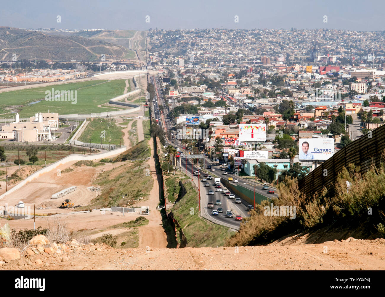 US-Mexico international border between Tijuana, Mexico (right) and San Diego, California (left) separated by a corrugated Stock Photo