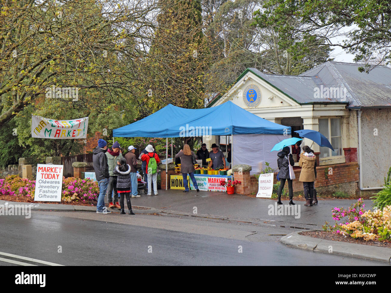 LEURA, AUSTRALIA - SEPTEMBER 25 2015: Shops and craft market on Leura Mall, the main thoroughfare through Leura, Stock Photo
