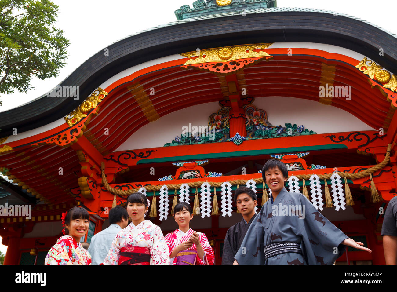 Young Japanese boys dressed in traditional kimonos the main entrance of Fushimi Inari, in Kyoto - Stock Image