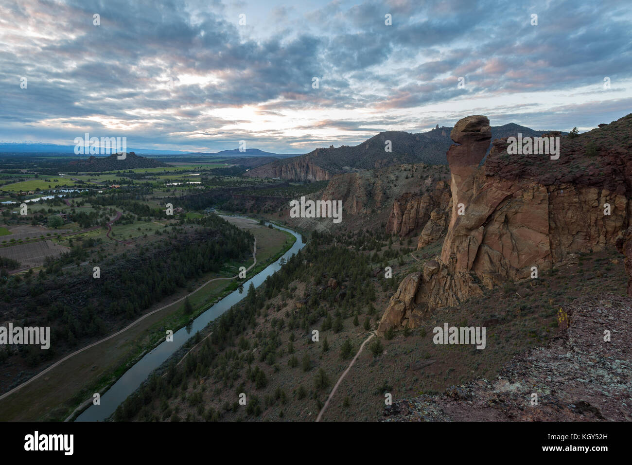 The Crooked River winds through Smith Rock State Park during sunset