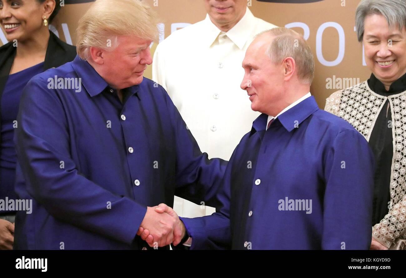Danang, Vietnam. 10th Nov, 2017. Russian President Vladimir Putin, right, shakes hands with U.S. President Donald - Stock Image