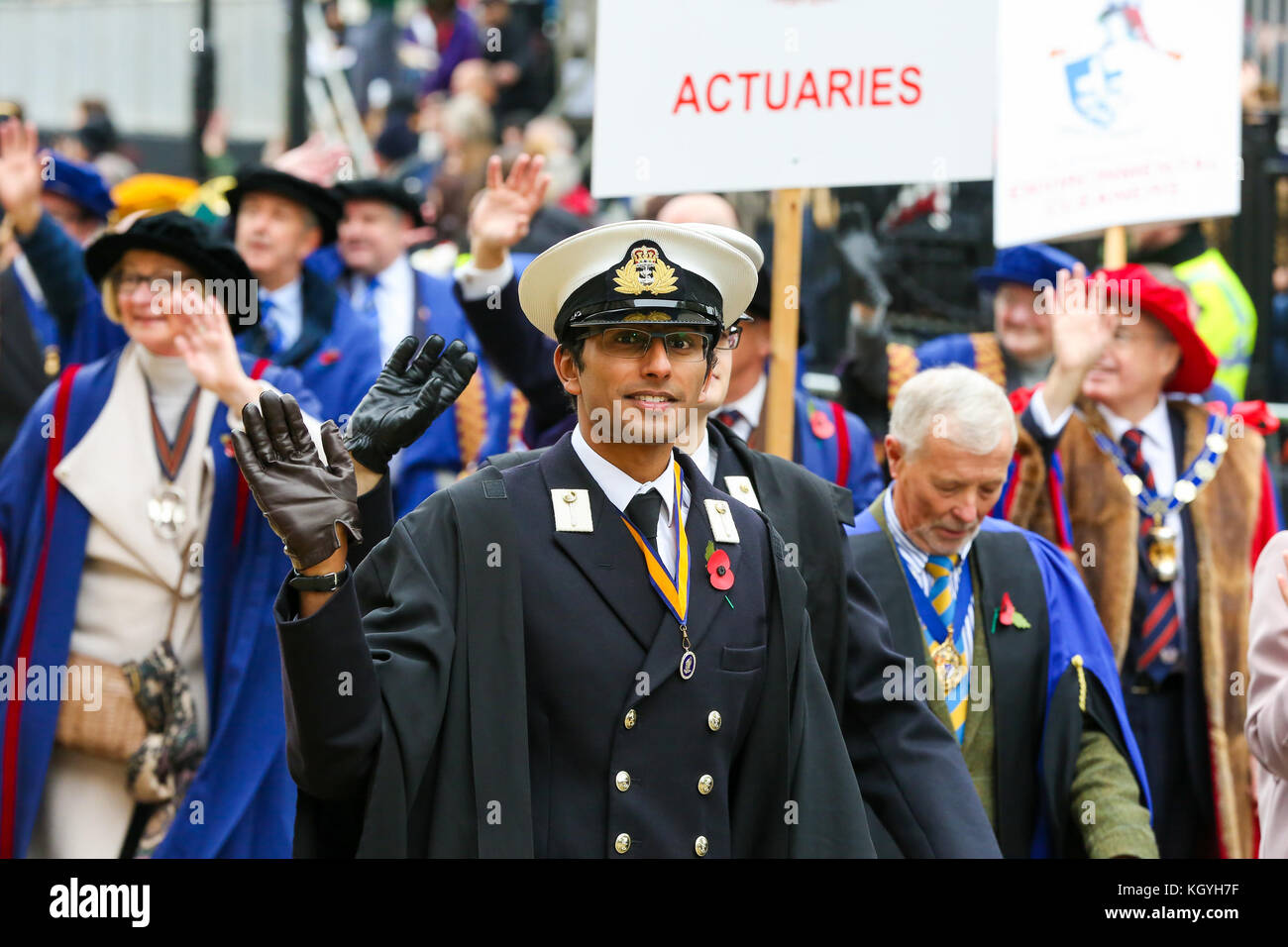 St Paul's Cathedral. London. UK. 11 Nov 2017 - Participants of the Lord Mayor's Show parade walk past St - Stock Image