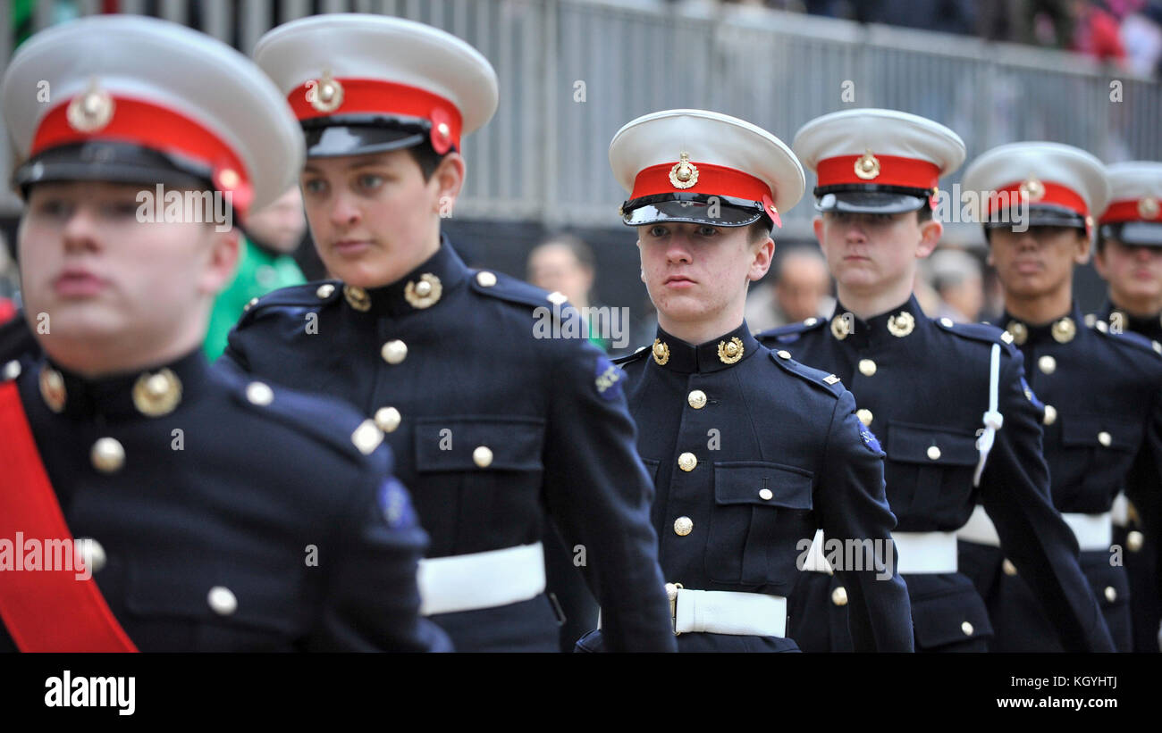 London, UK. 11th Nov, 2017. Cadets pass by St. Paul's Cathedral during The Lord Mayor's Show, the oldest and grandest Stock Photo