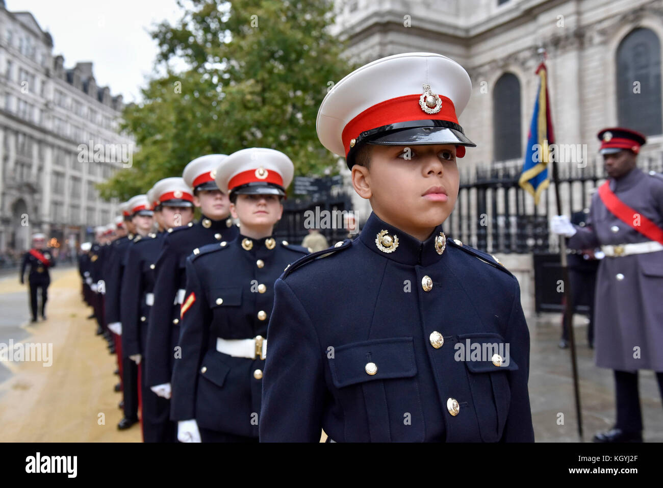 London, UK. 11th Nov, 2017. Cadets line up outside St. Paul's Cathedral during The Lord Mayor's Show, the oldest Stock Photo