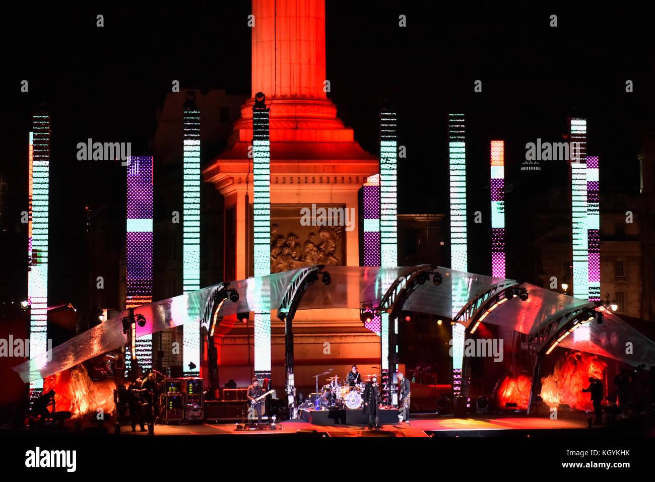 U2 Concert Fans Stock Photos & U2 Concert Fans Stock Images - Alamy