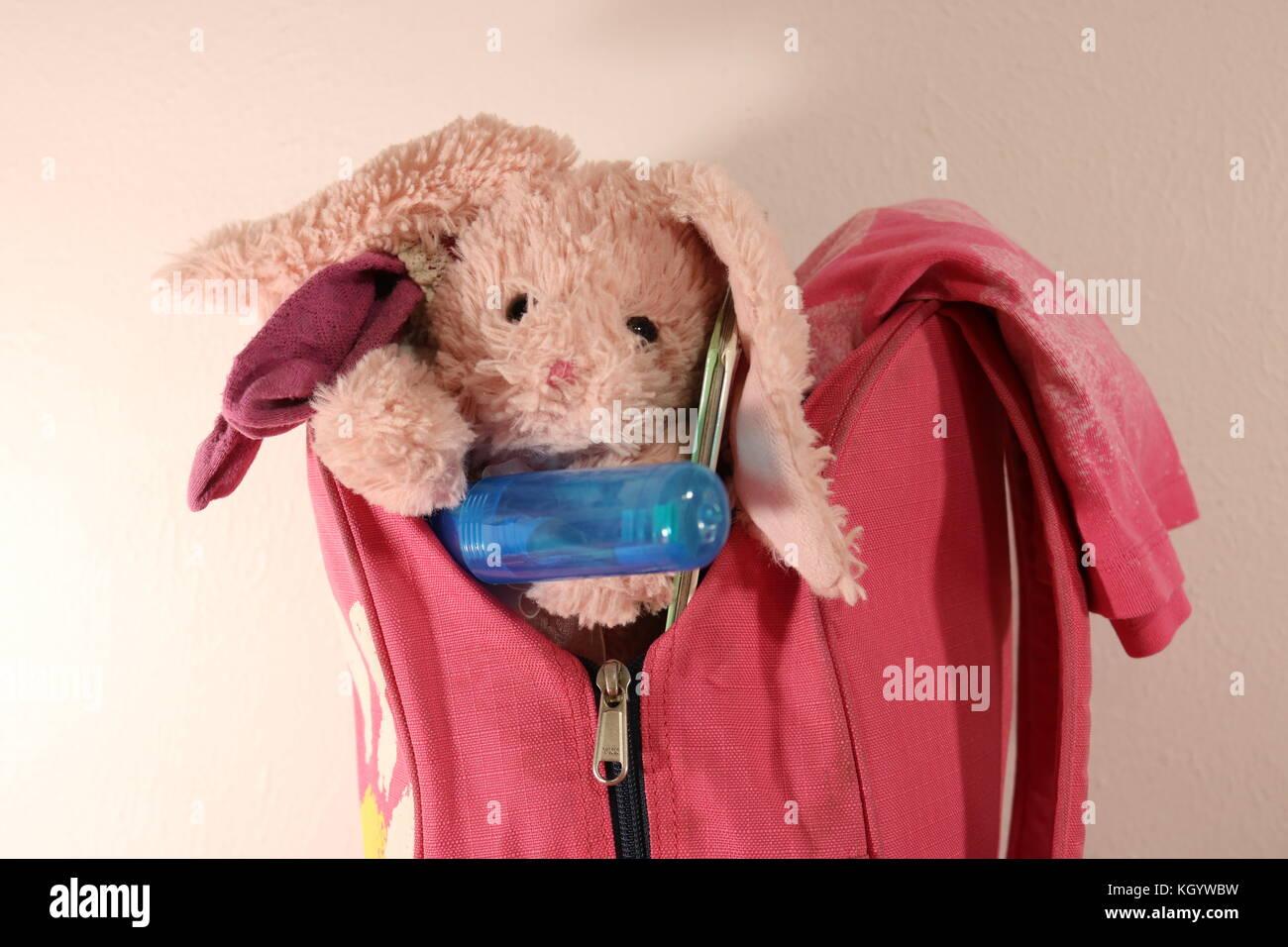 Packed girl's bag ready for sleepover - Stock Image