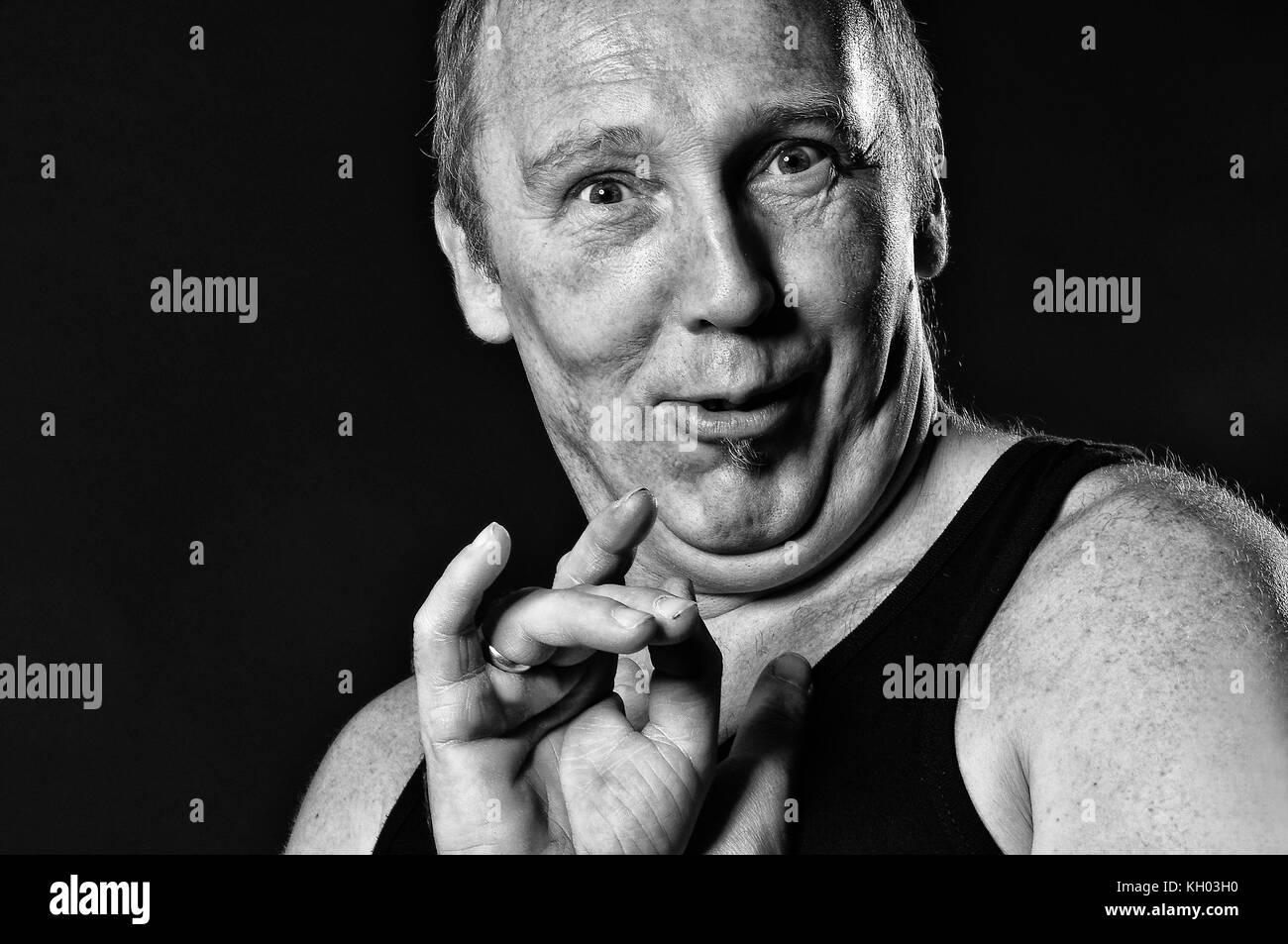 Portrait von einem Mann in Schwarz weis. - Stock Image