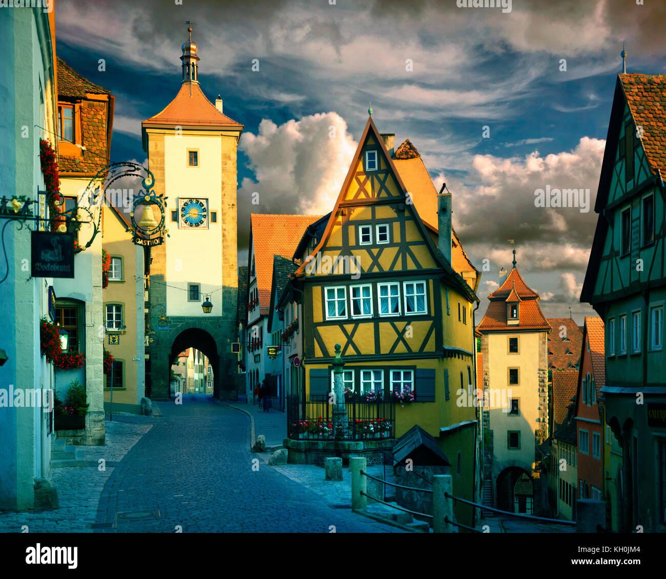 DE - BAVARIA: Ploenlein Gate at Rothenburg-ob-der-Tauber - Stock Image