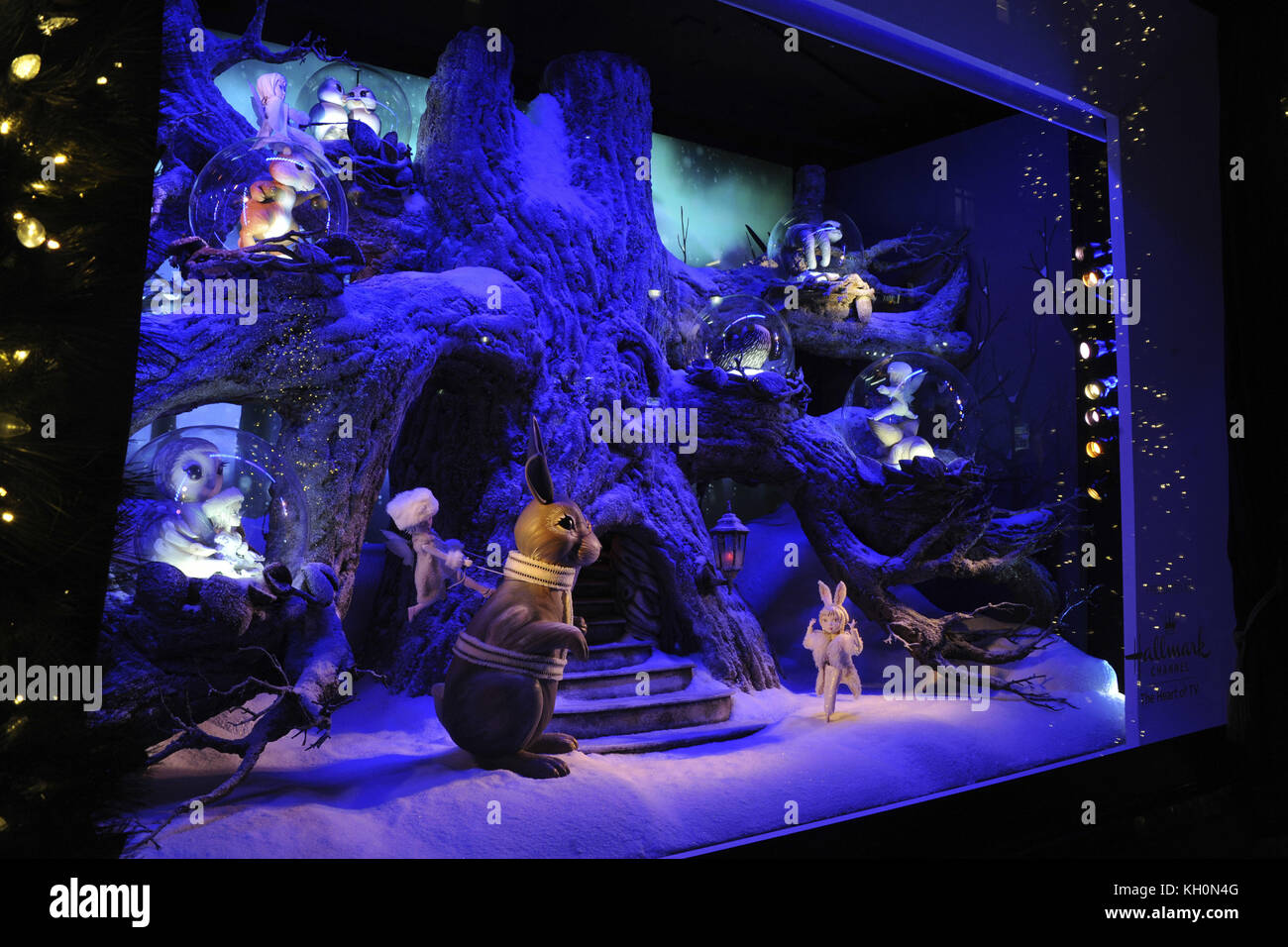 Lord & Taylor 2020 Christmas Window Unveiling New York City. 9th Nov, 2017. Lord & Taylor Holiday Window