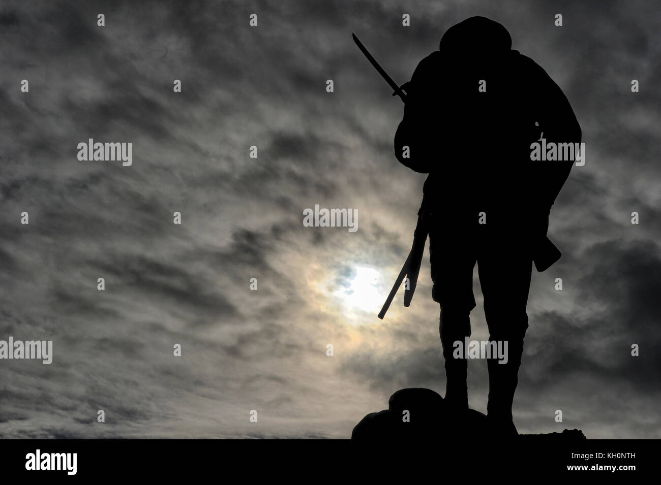 Chorley, Lancashire, UK. 11th Nov, 2017. The Chorley Pals memorial in Chorley, Lancashire, silhouetted against the - Stock Image