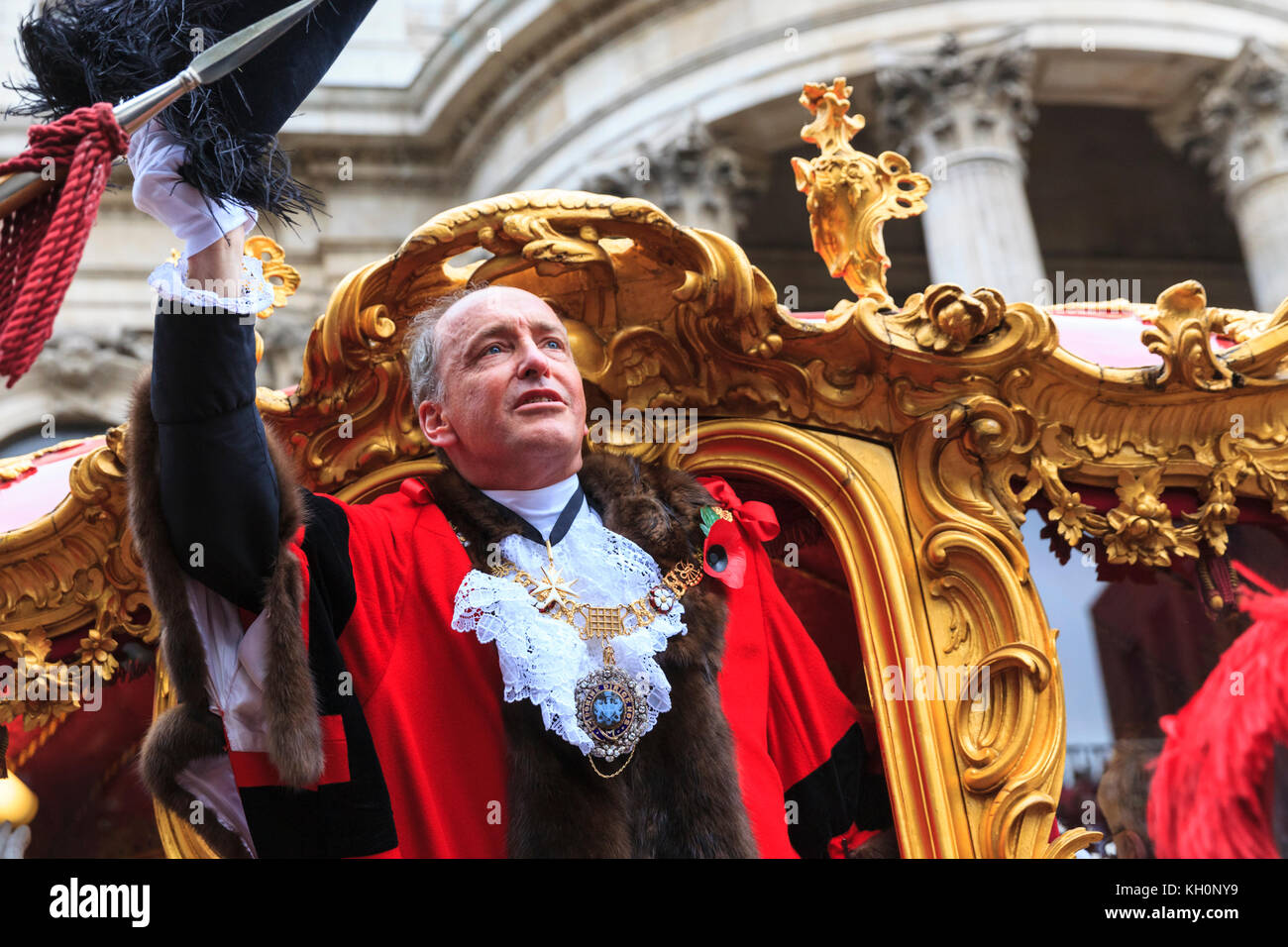 City of London, UK. 11th Nov, 2017. The new Lord Mayor, Charles Bowman, waves from the golden State Carriage. The - Stock Image