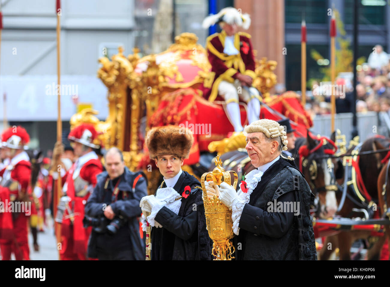 City of London, UK. 11th Nov, 2017. The state coach arrives. The 2017 Lord Mayor's Parade, an 800 year old custom, - Stock Image