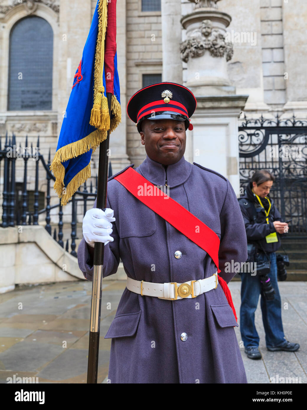 City of London, UK. 11th Nov, 2017. A soldier smiles for the cameras. The 2017 Lord Mayor's Parade, an 800 year - Stock Image