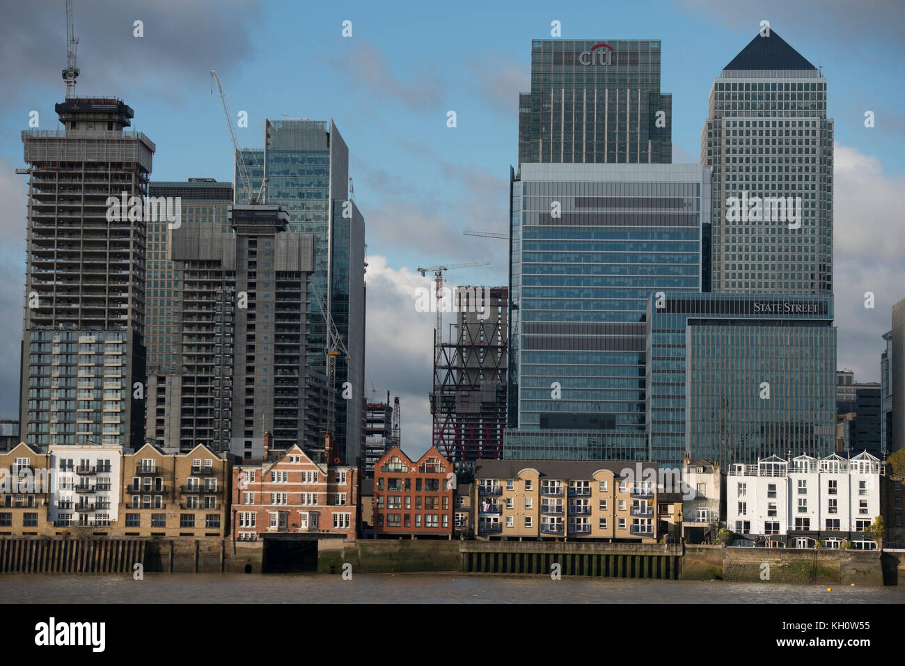 Canary Wharf, London, UK. 12 November, 2017. Skyscrapers at Canary Wharf on the Isle of Dogs on a cold and sunny - Stock Image