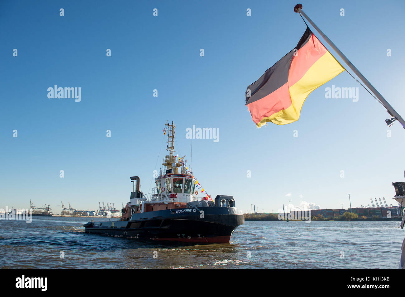 Hamburg, Germany. 13th Nov, 2017. The tug boat 'Bugsier 12' sailing on the river Elbe in Hamburg, Germany, - Stock Image