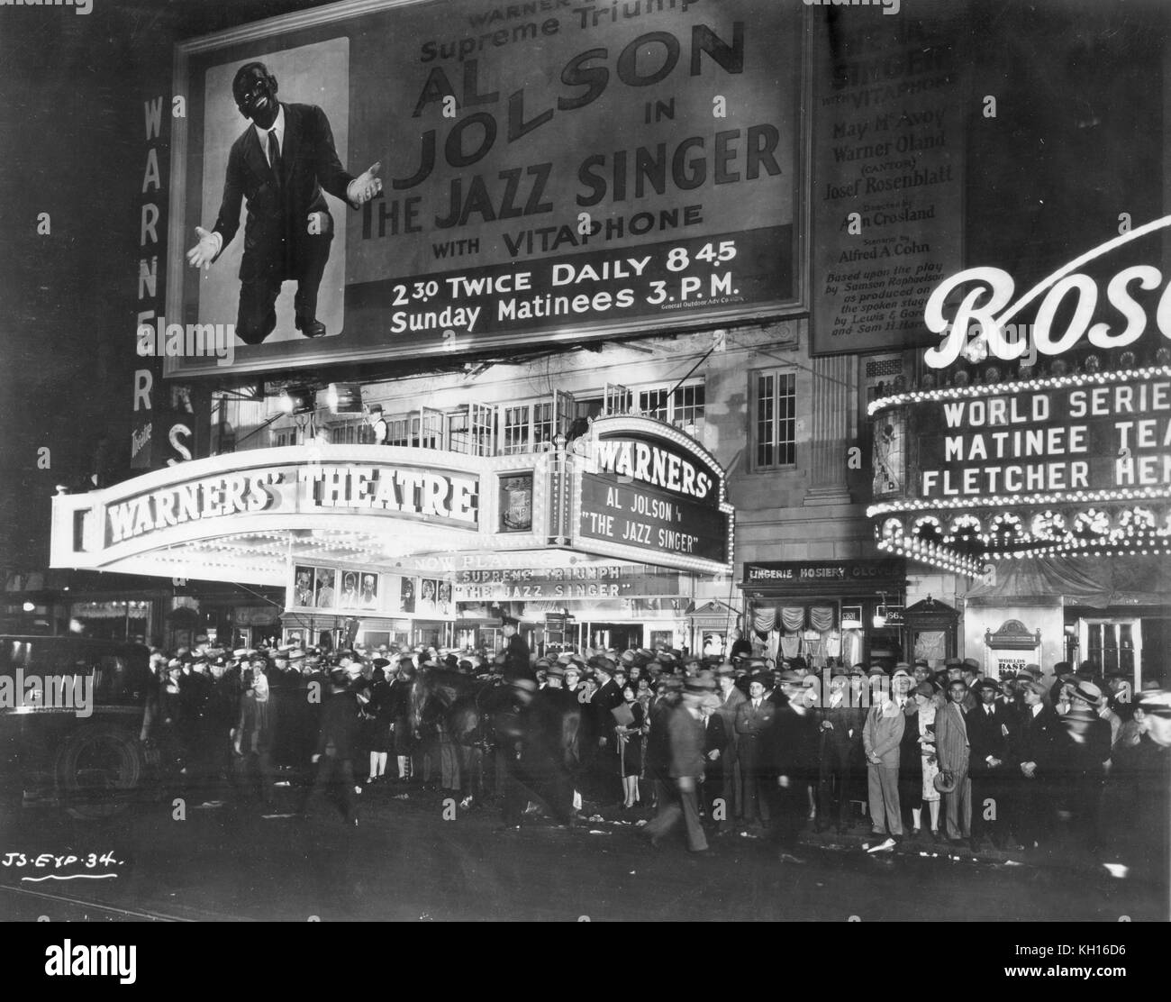 The scene on the street outside the Warner Theater at the opening of the motion picture, The Jazz Singer, starring - Stock Image