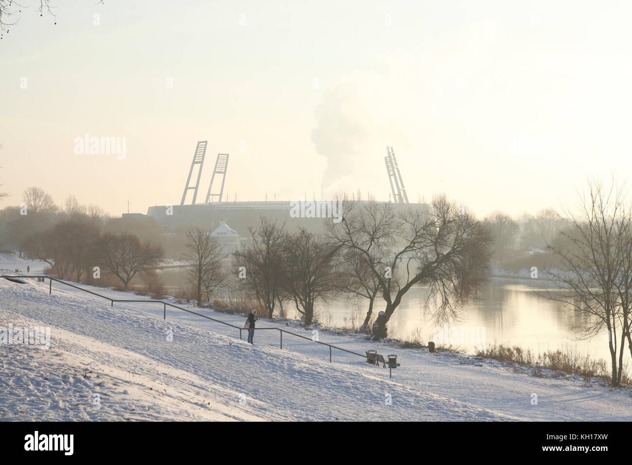 Weserstadion Football Stadium in Winter, Bremen, Germany, Europe I Weserstadion mit Weser und Osterdeich im Winter - Stock Image
