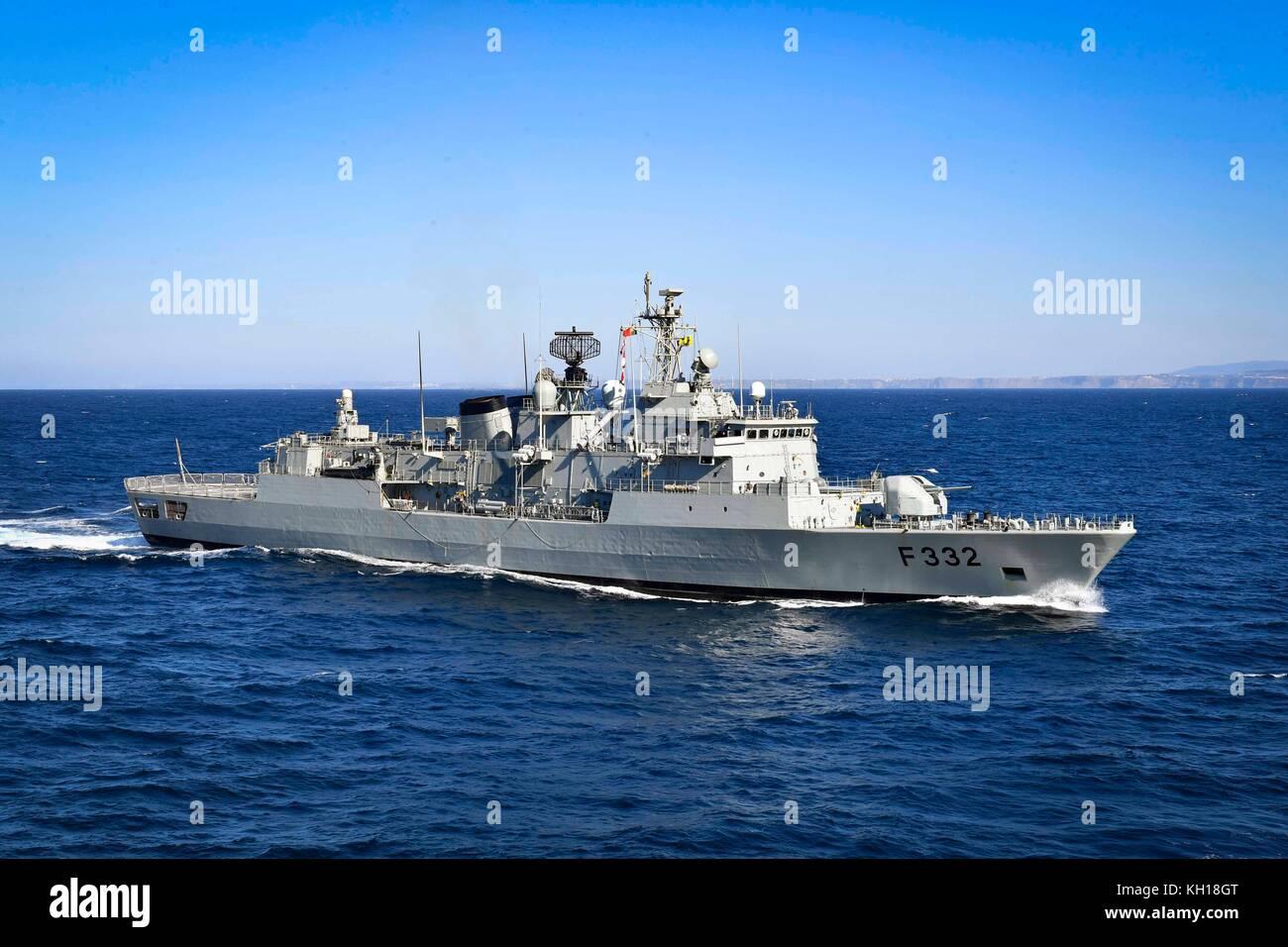 The Portuguese Navy Vasco de Gama-class frigate NRP Corte-Real steams underway November 6, 2017 in the Atlantic - Stock Image