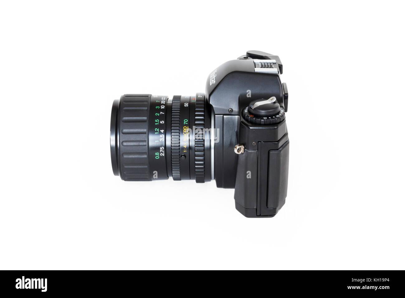Vivitar V2000 SLR 35mm roll film camera, 28-70mm zoom lens, 1980s, isolated against a white background - Stock Image