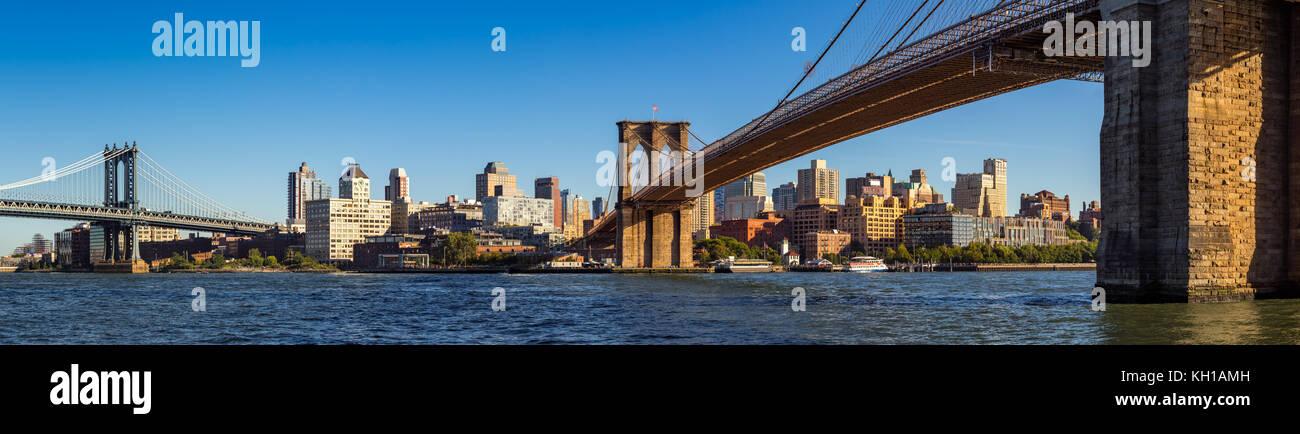 Panoramic view of Brooklyn Riverfront between the Manhattan Bridge and the Brooklyn Bridge. Brooklyn, New York City - Stock Image