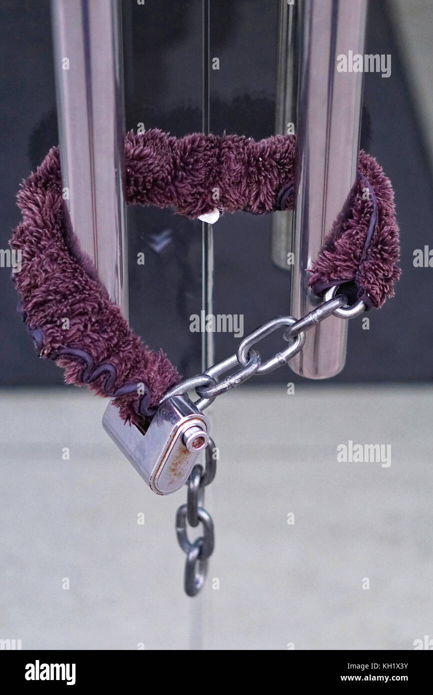 Padded Chain With Strong Padlock At Glas Door   Stock Image