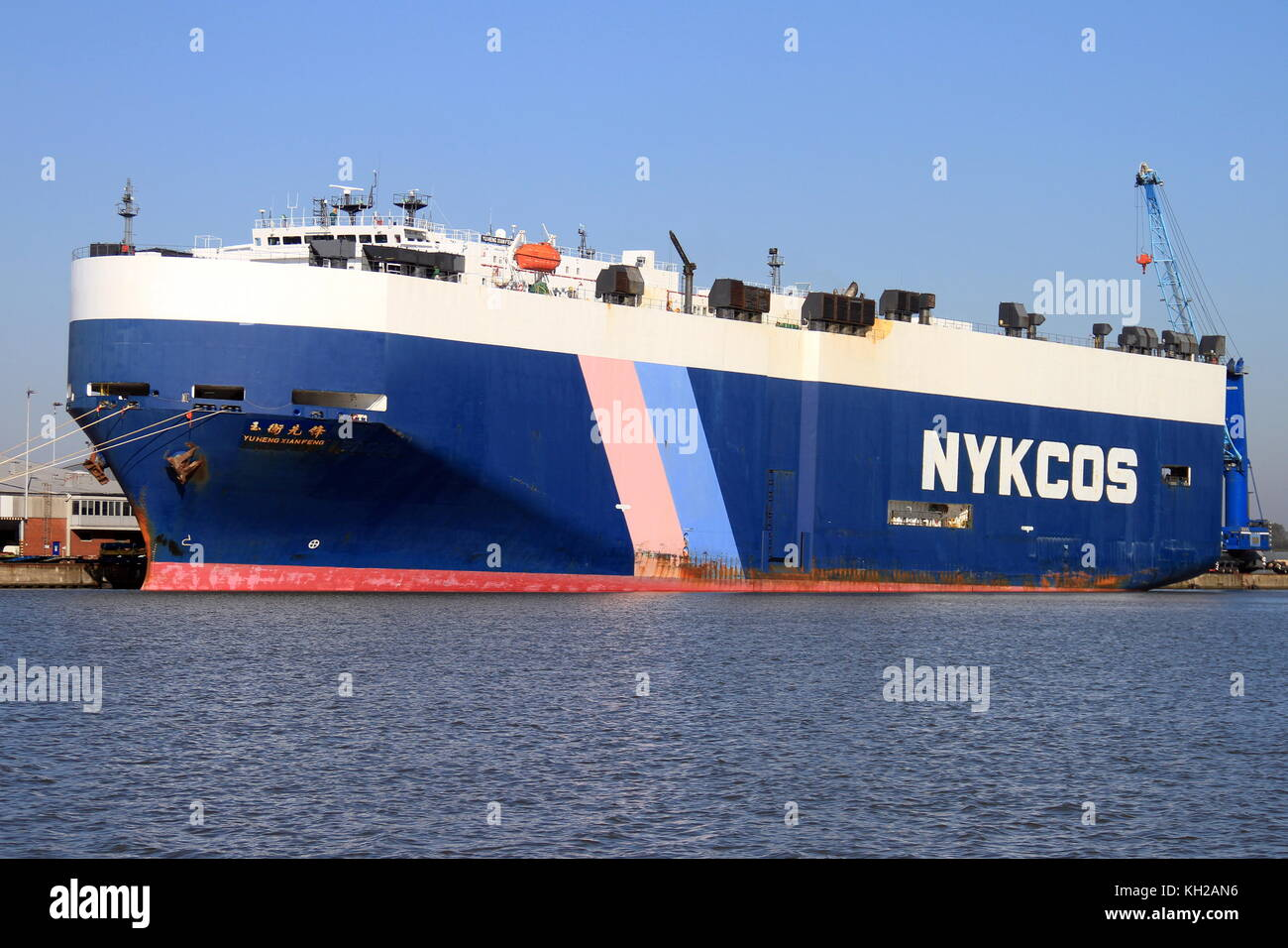 The car carrier YU HENG XIAN FENG is on 3 October 2015 in the port of Bremerhaven and is loaded. - Stock Image