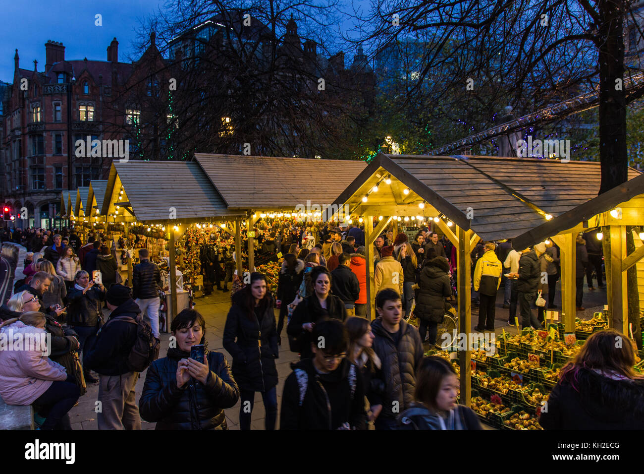 Manchester Christmas Market in Albert Square Manchester UK on 11 Nov 2017  Crowds of people Christmas shopping on - Stock Image