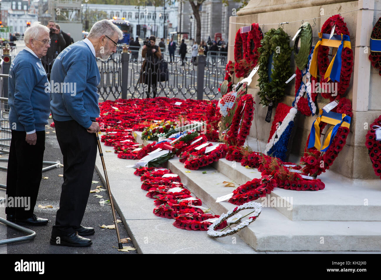 London, UK. 12th November, 2017. Ex-services personnel from Veterans For Peace UK (VFP UK) place a wreath at the - Stock Image