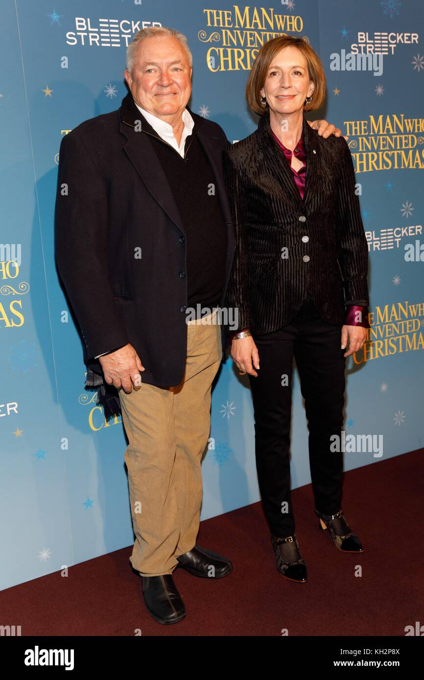 New York, NY, USA. 12th Nov, 2017. Les Standiford, Susan Coyne at arrivals for THE MAN WHO INVENTED CHRISTMAS Premiere, - Stock Image