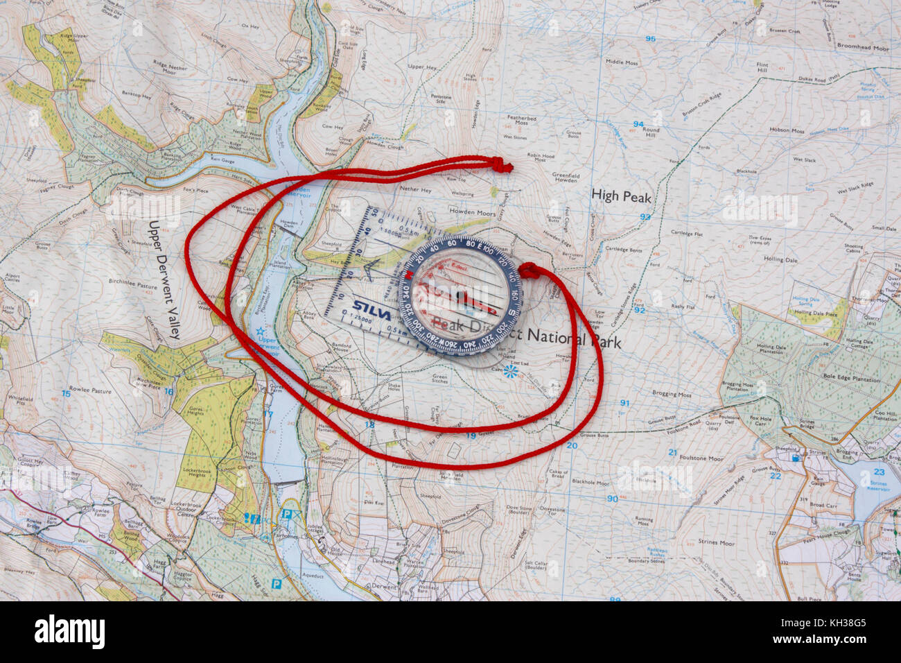 Basic compass on Ordnance Survey map. Concept photo signifying trekking, navigation in the outdoors, learning map - Stock Image