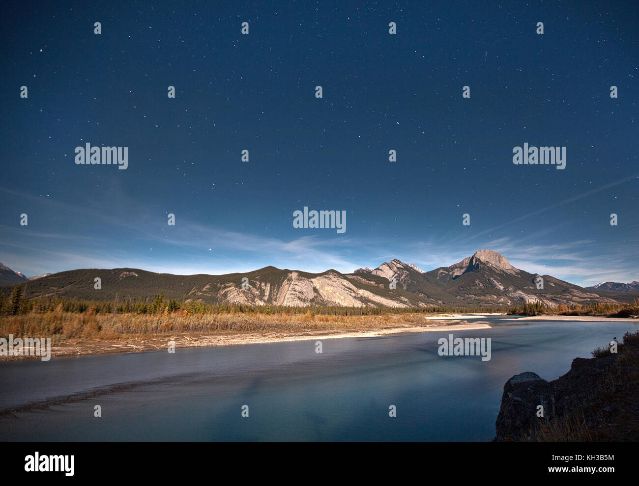 a night sky filled with stars above a mountain in the Canadian Rockies, Alberta - Stock Image