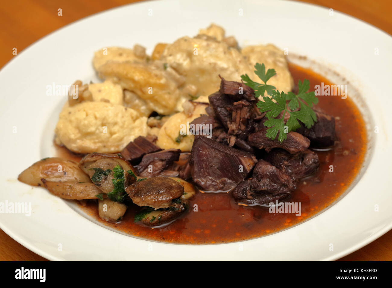 Wildragout mit Gnocchi und Steinpilzen Stock Photo