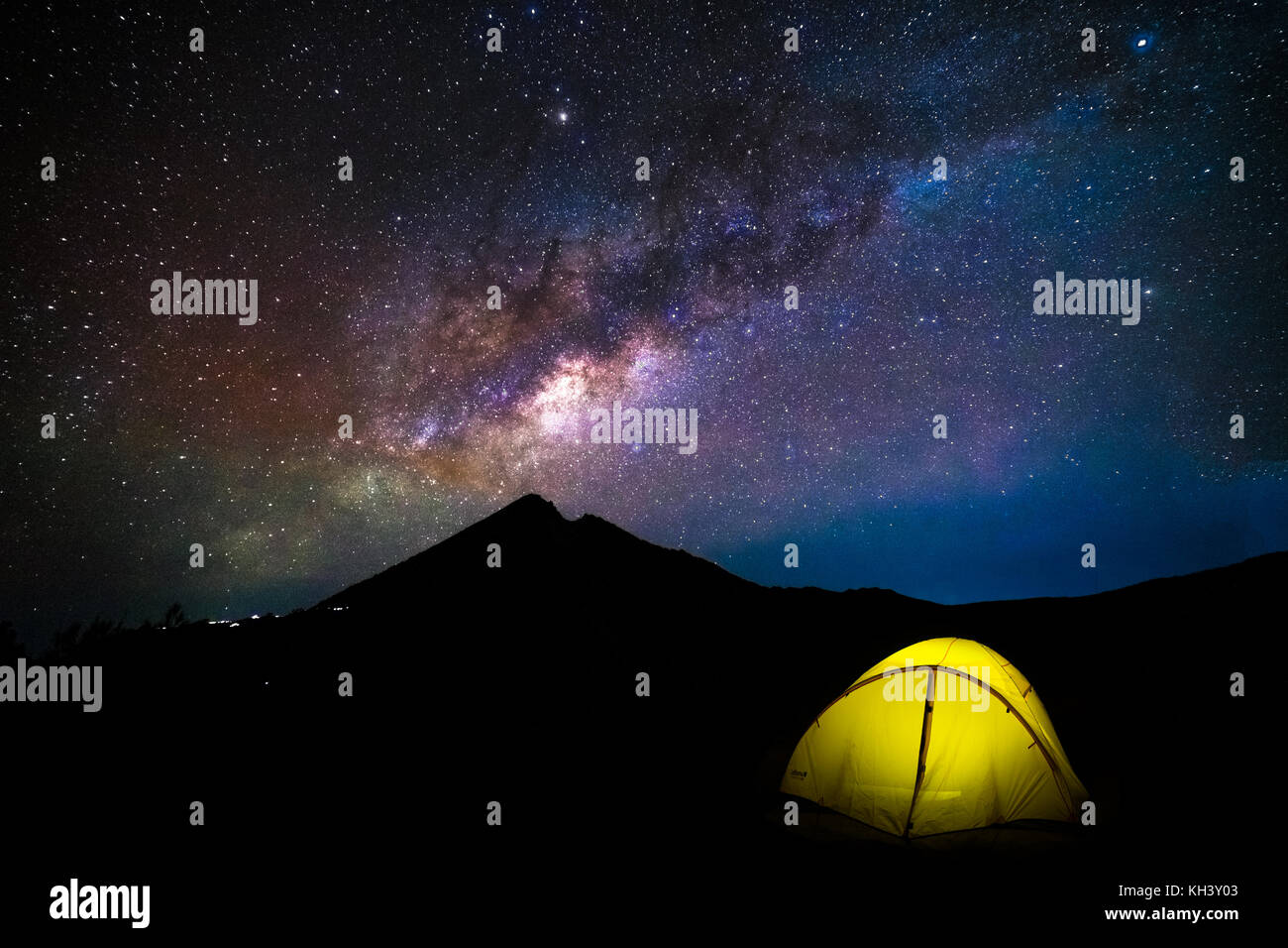 Night Sky Milky Way with glowing tent vulcano Rinjani Lombok Ind - Stock Image