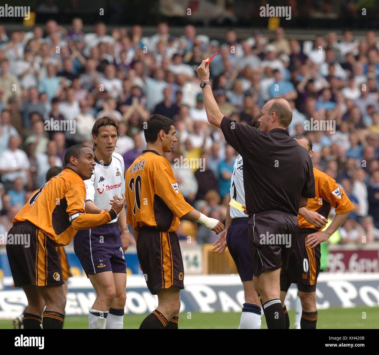 Paul Ince is sent off as referee Steve Bennett shows the red card. Wolverhampton Wanderers v Tottenham Hotspur 15/5/04 - Stock Image