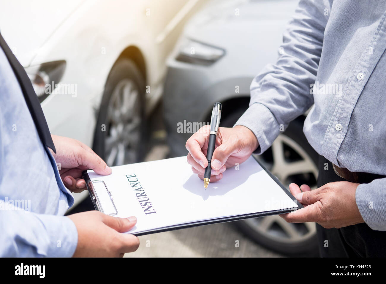 Car Insurance After Accident >> Car Insurance Agent Send A Pen To His Customers Sign The