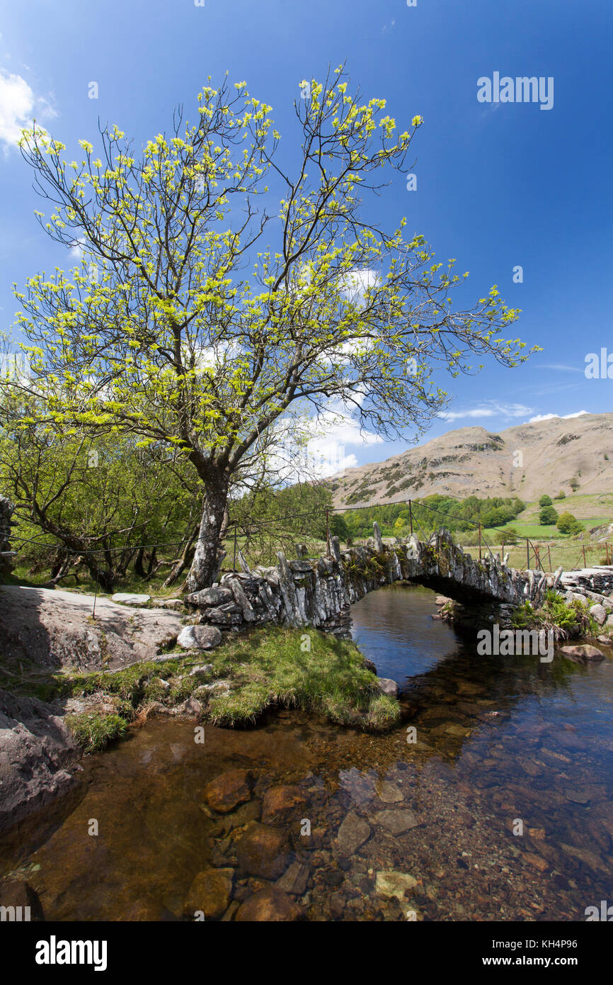 Slater Bridge over the River Brathay, Little Langdale, Lake District, Cumbria, England. It gives access to slate - Stock Image