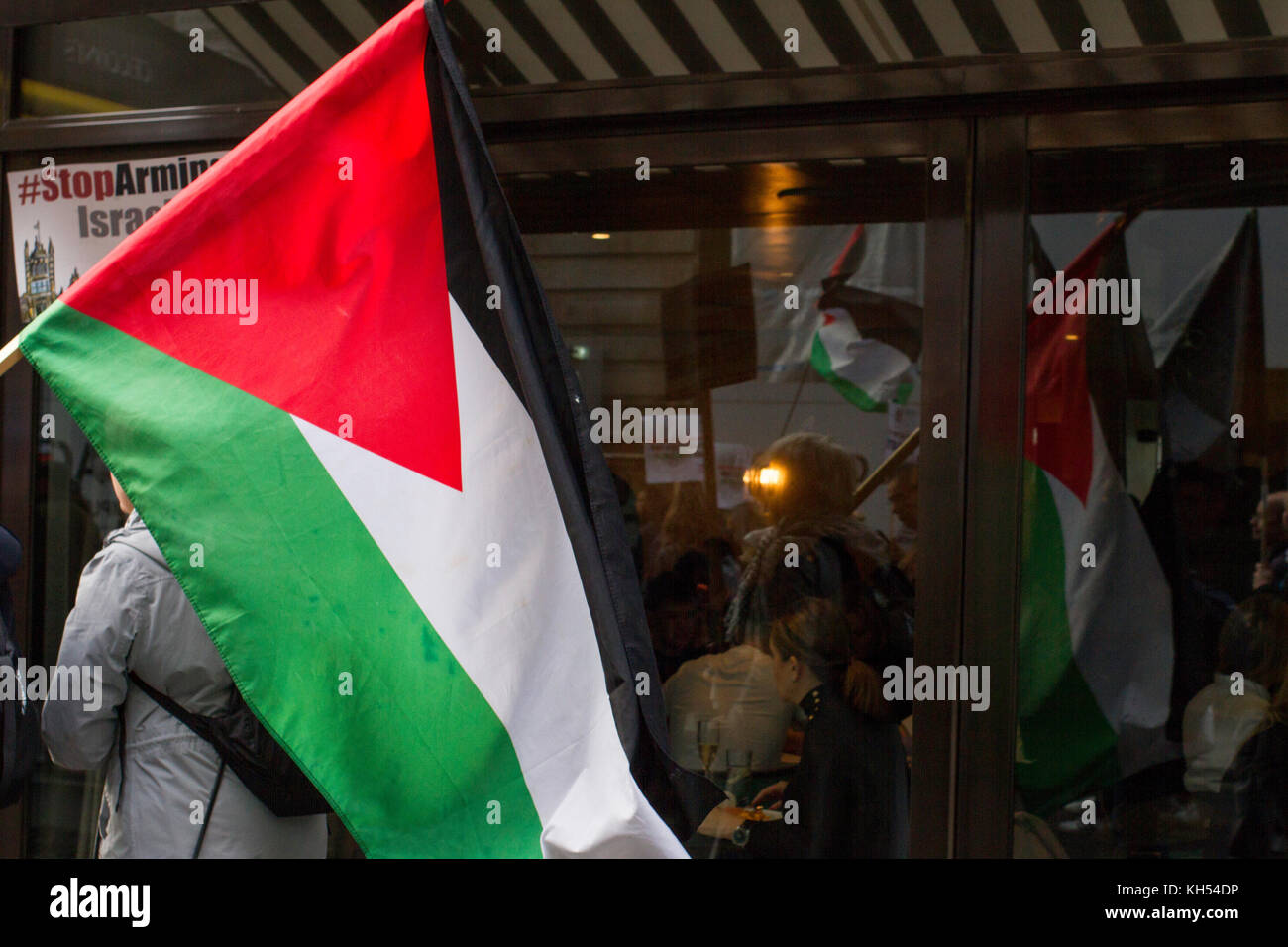 Protestors for Palestinian rights march through London's exclusive mayfair district past brunching diners on - Stock Image