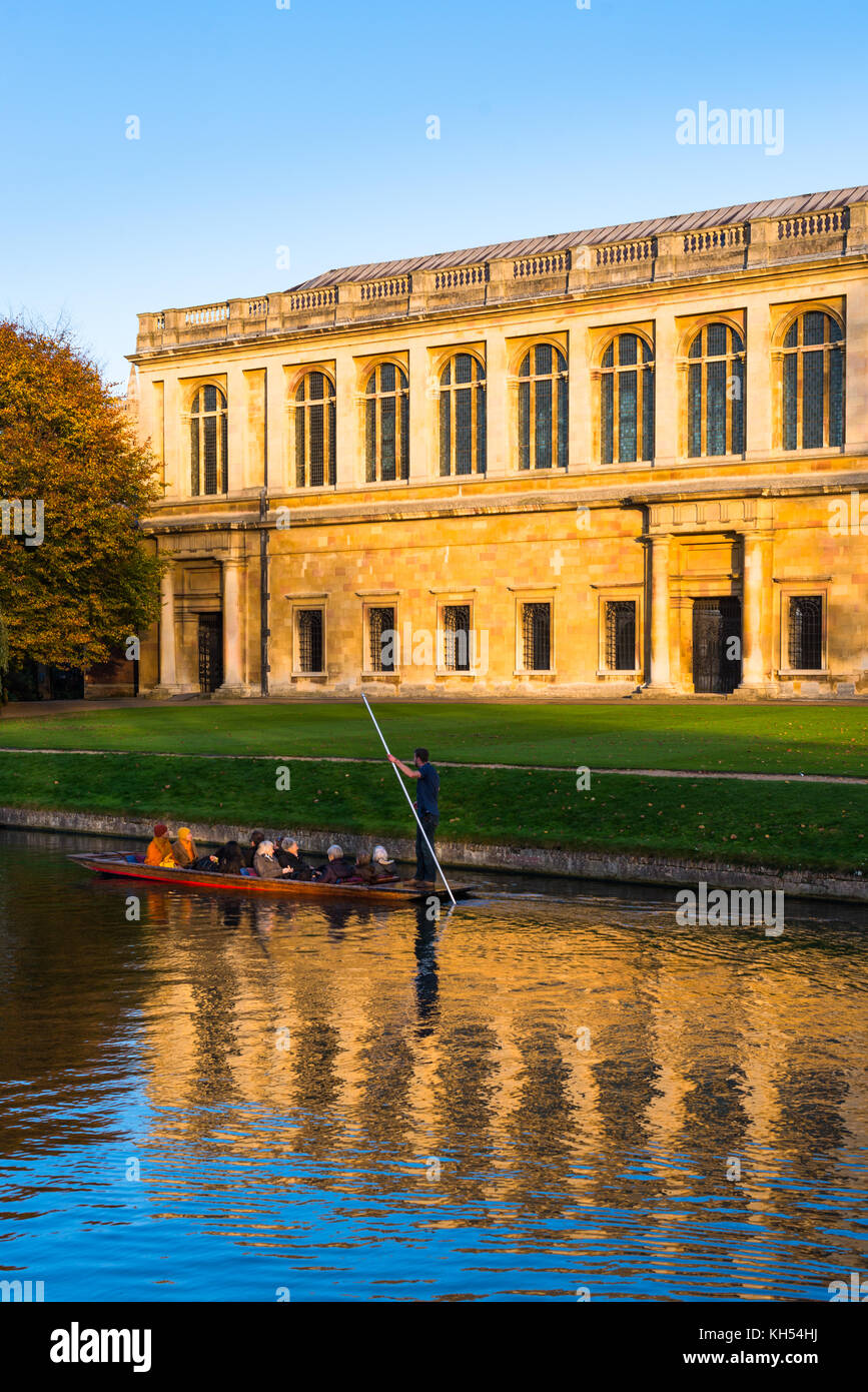 Scenic view of the Wren Library at sunset, Trinity College, Cambridge University; with punting in front on the river - Stock Image