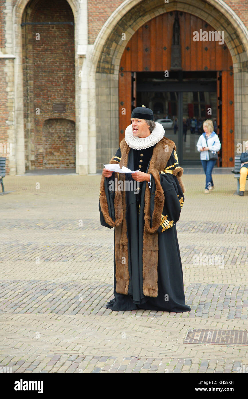 Town crier in medieval costume in the Central Market Square, Delft, Netherlands - Stock Image