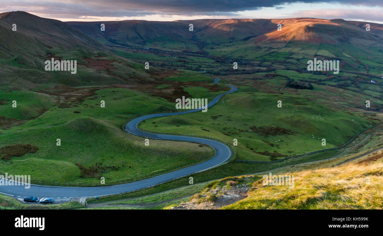 The winding road from Mam Tor to Edale in Derbyshire, England - Stock Image