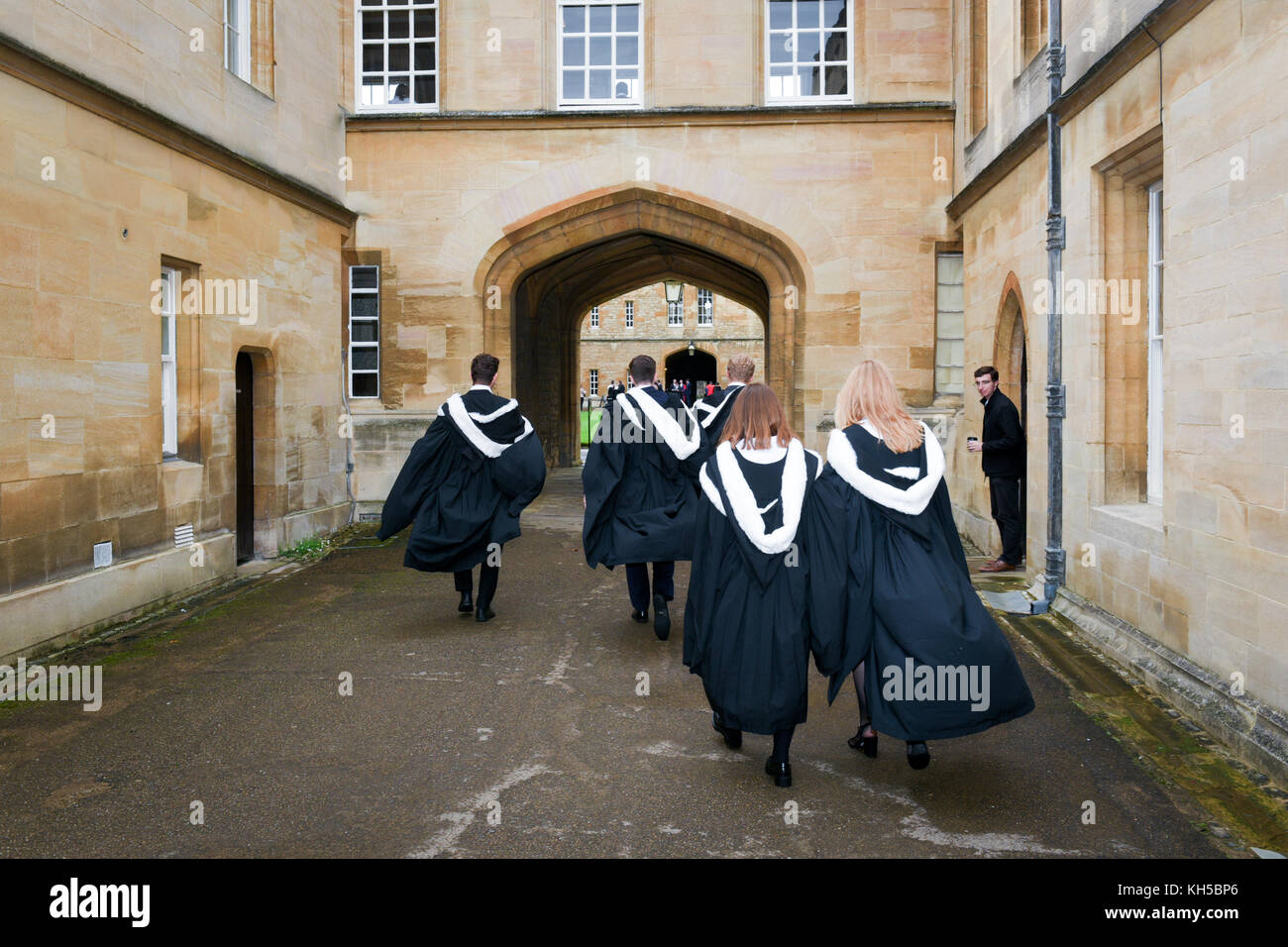 Newly graduated Oxford students in traditional 'sub fusc' gowns - Stock Image