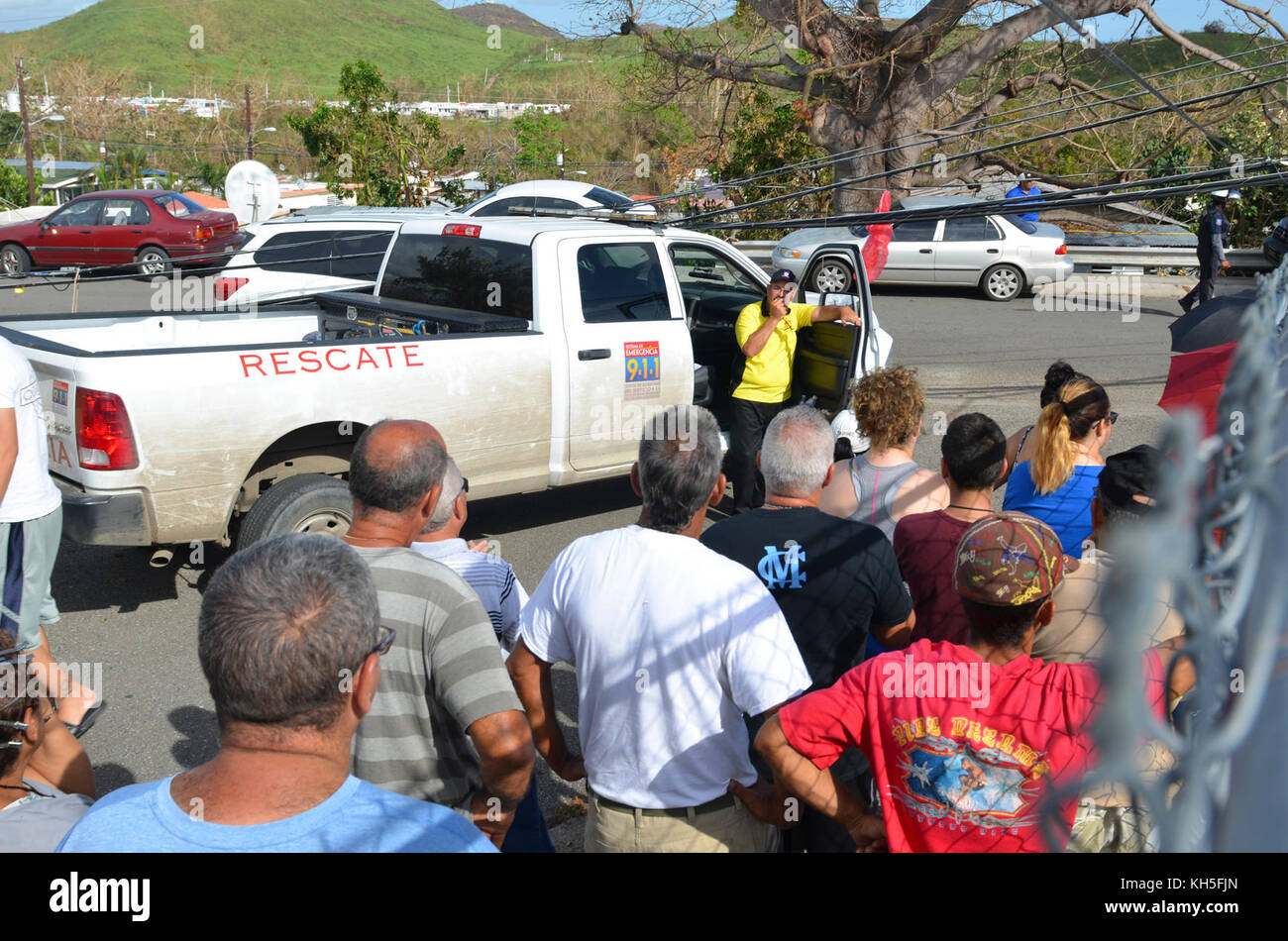 Ramón Hernández-Torres, mayor, Juana Díaz, Puerto Rico, gathers local residents and announces water - Stock Image