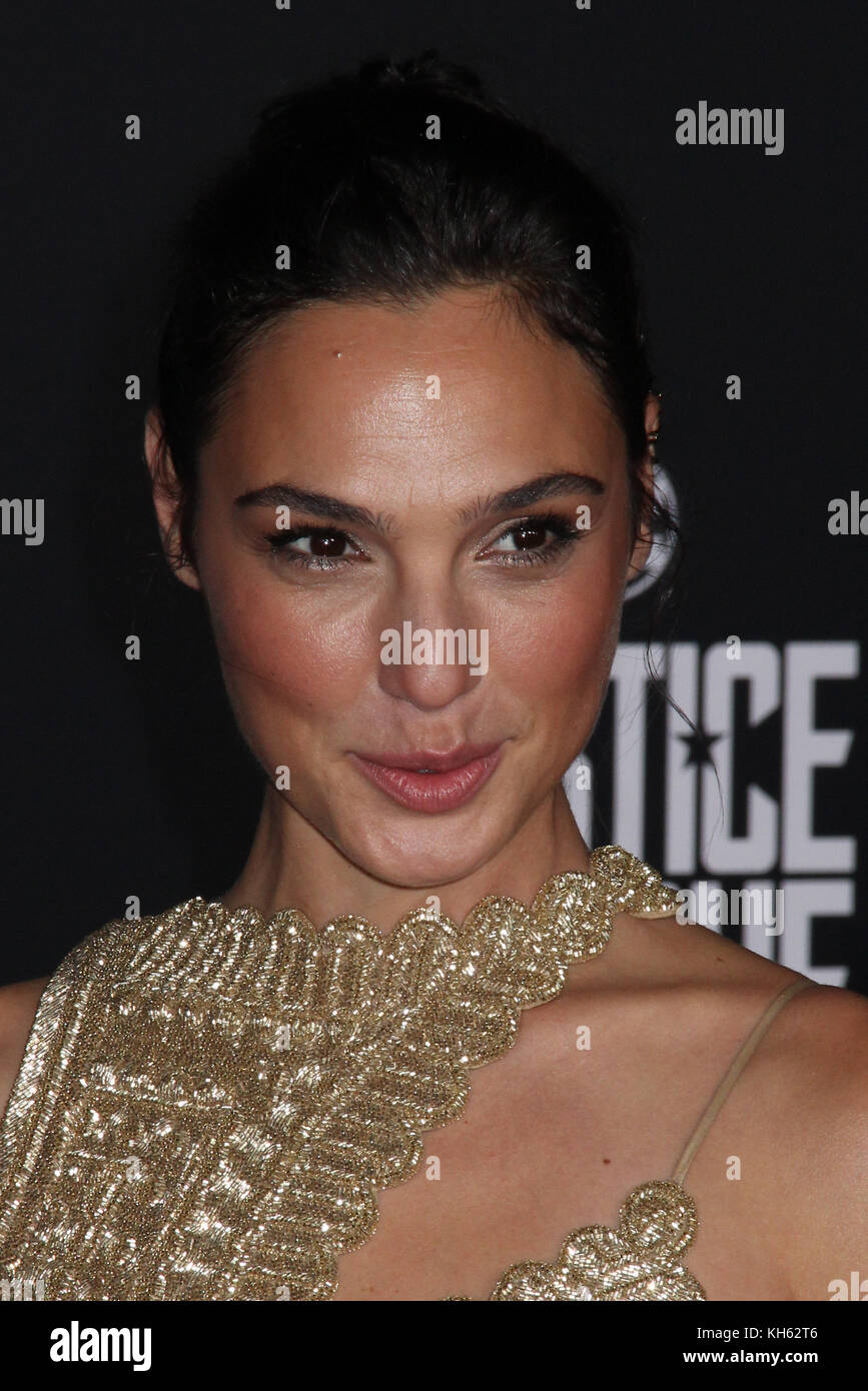 Gal Gadot  11/13/2017 The World Premiere of 'Justice League' held at The Dolby Theater in Hollywood, CA - Stock Image