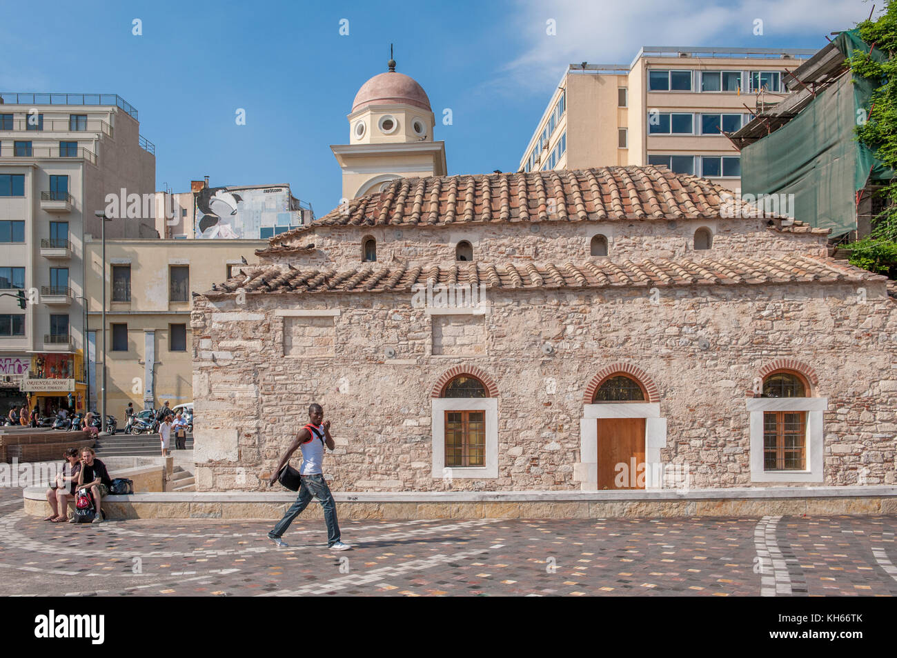Monastiraki in the old town of Athens, Greece. This is a flea market neighborhood popular with tourists. Pantanassa - Stock Image