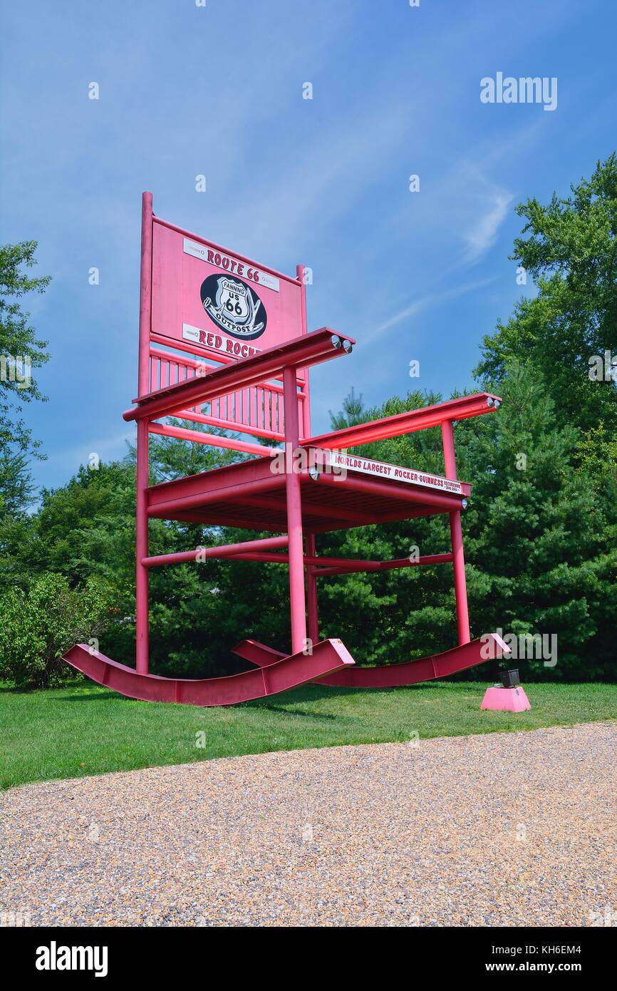 Fanning, Missouri - July 18 2017: The giant Rocking Chair of the Fanning outpost general store on the Route 66. - Stock Image