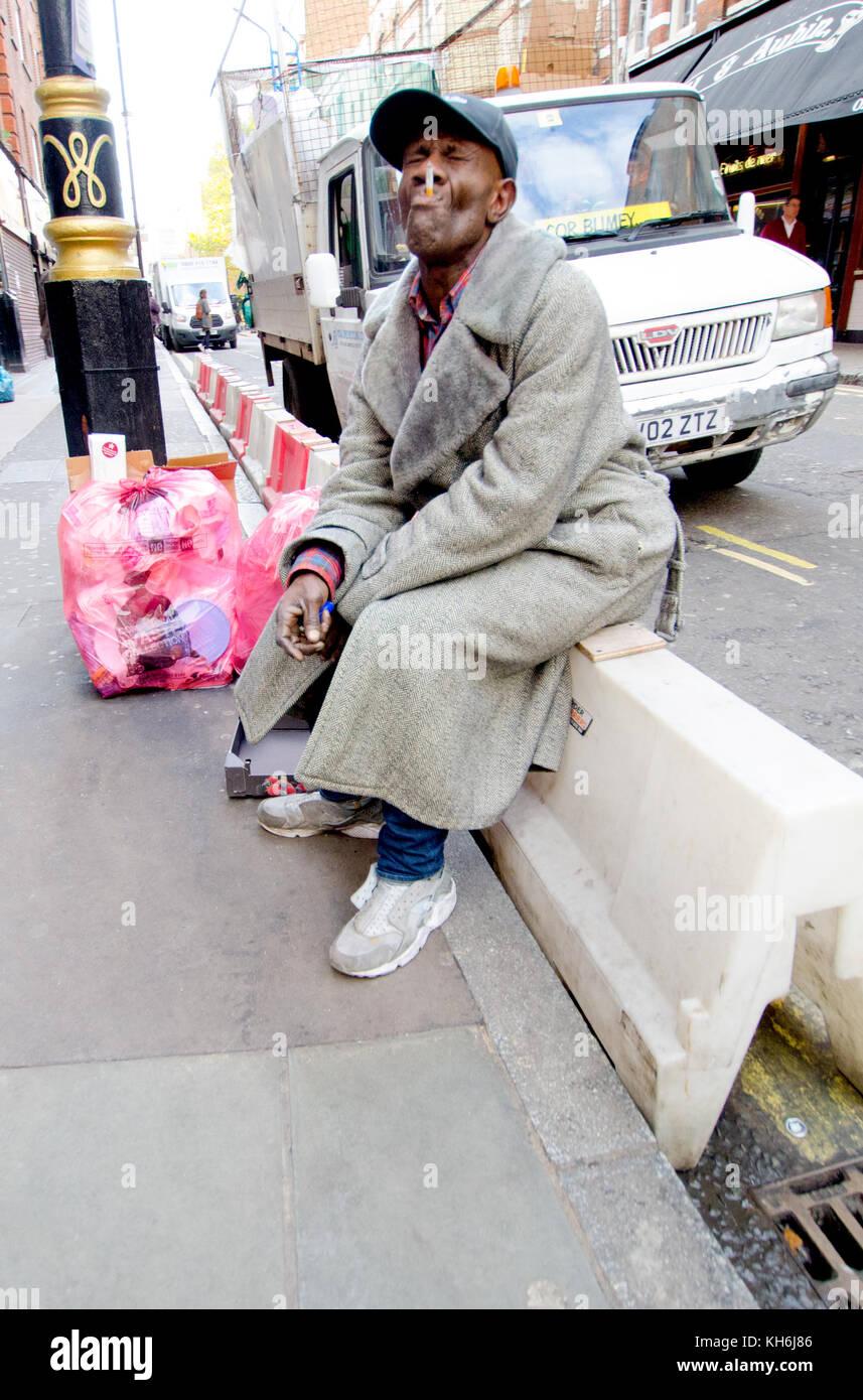 London, England, UK. Man smoking in the street - Stock Image