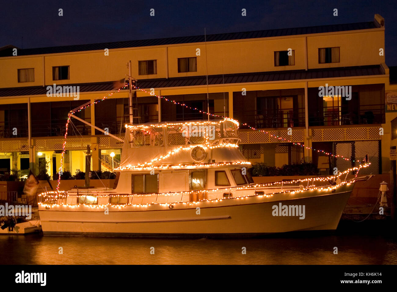 Christmas In Florida Keys.Boat Decorated In Christmas Lights Key Largo Florida Keys
