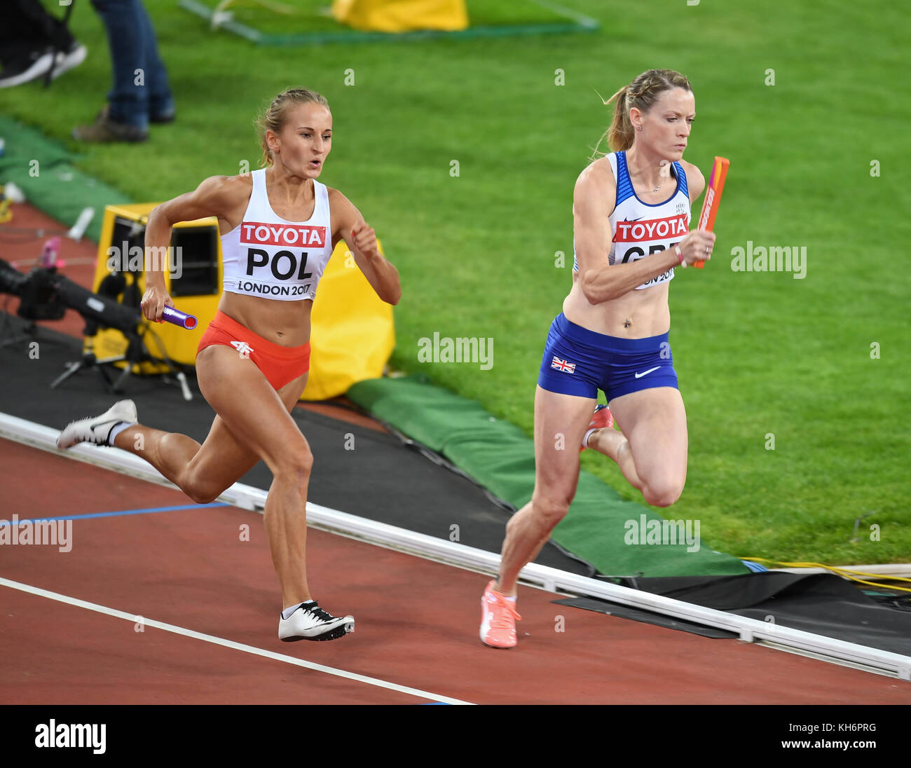 Alexandra Gaworska (Poland) and Eilidh Doyle (Great Britain) - 4x400 relays women - IAAF World Championships - London - Stock Image