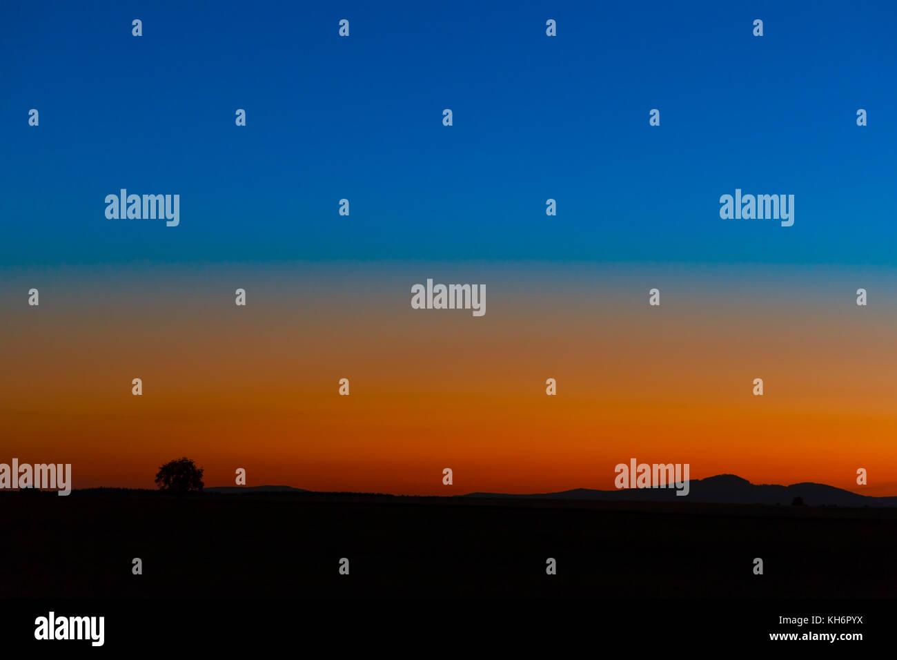 Blick auf den Brocken zur blauen Stunde - Stock Image